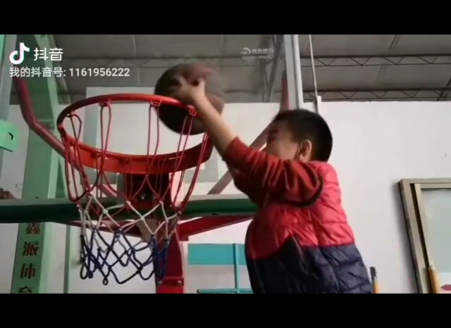 XINPAI basketball adjustable backstop! Young man's dunk!